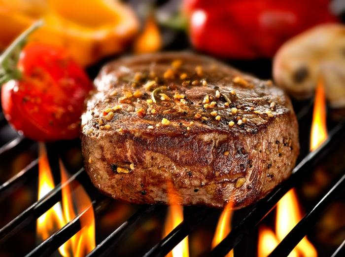 grillparty angrillen fleisch grillen steak gemüse gesund