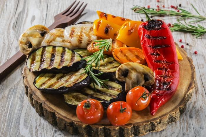 grillparty angrillen bbq gemüse veganer pilze paprika tomaten
