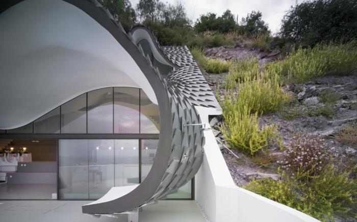 haus am meer kaufen drachendesign hang moderne architektur zinn dachverkleidung terrasse
