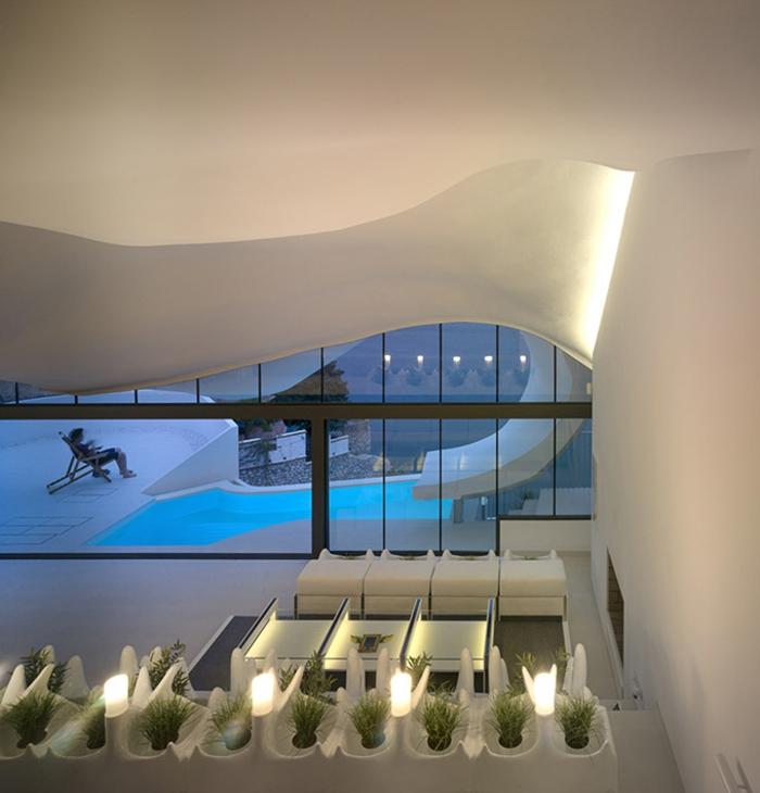 haus am meer kaufen organische formen weiße möblierung moderne inneneinrichtung