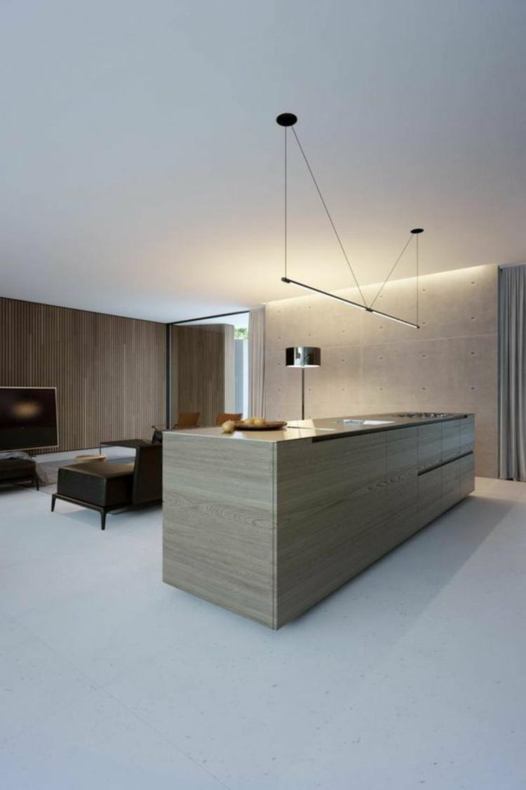 indirekte Beleuchtung Decke offener Wohnraum Kücheninsel Betonwand