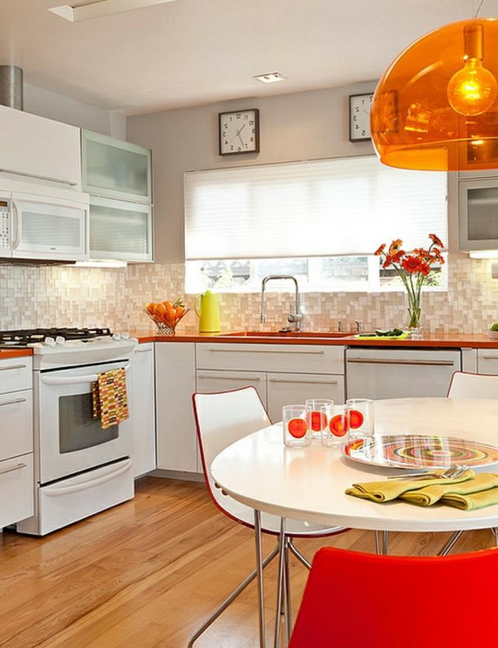 küchenbeleuchtung runder esstisch hängelampe mosaikfliesen