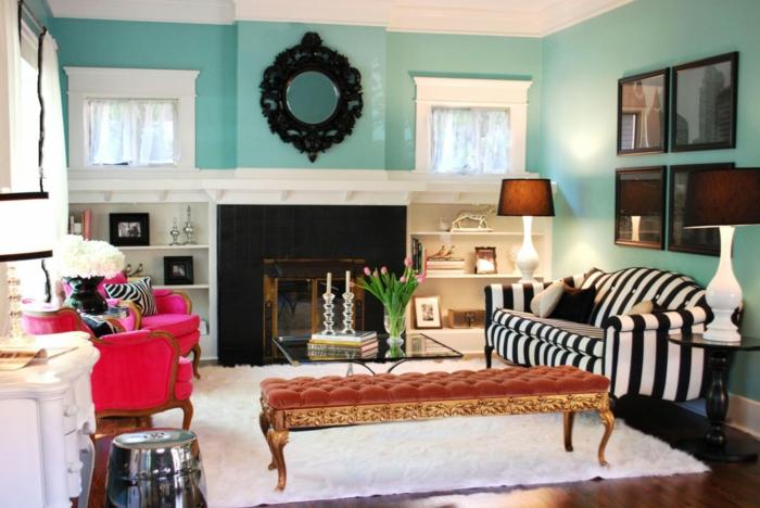 kleikleine wohnung einrichten stilmix eklektisch weißer teppich wohnzimmer ottomane sofas kamin