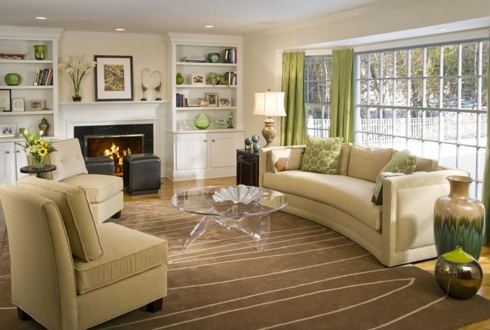 Kleine Wohnung Einrichten Wohnzimmer Ideen Beige Sessel Sofa Glastisch Kamin