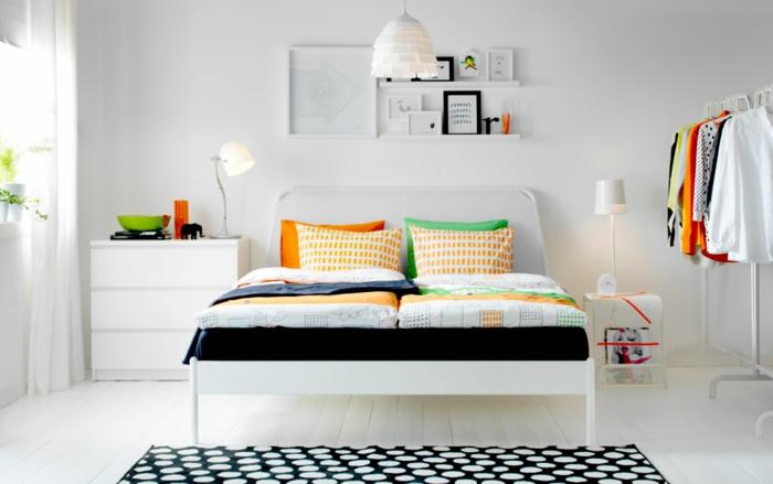 kleines schlafzimmer gestalten schlafzimmer gardinen indireckte beleuchtung hell stilvoll ikea12