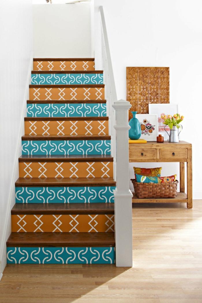 modern einrichten treppenhaus dekorieren farbig weiße wände