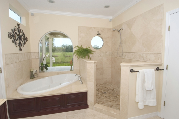 travertin fliesen im badezimmer gestaltungsm 246 glichkeiten travertine tile bathroom ideas decor ideasdecor ideas