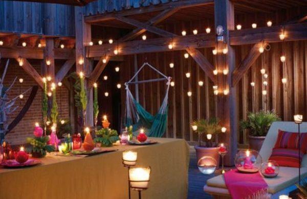balkon ideen balkongestaltung platzsparende moebel haengende romantische beleuchtung