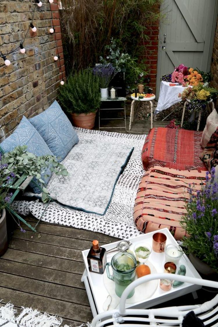 moderne Terrassengestaltung Bilder Balkonmöbel Bodenkissen