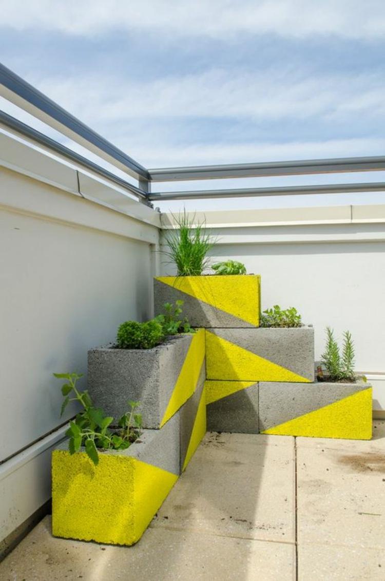 moderne Terrassengestaltung Bilder Balkonmöbel frische Farben einsetzen Kübelpflanzen