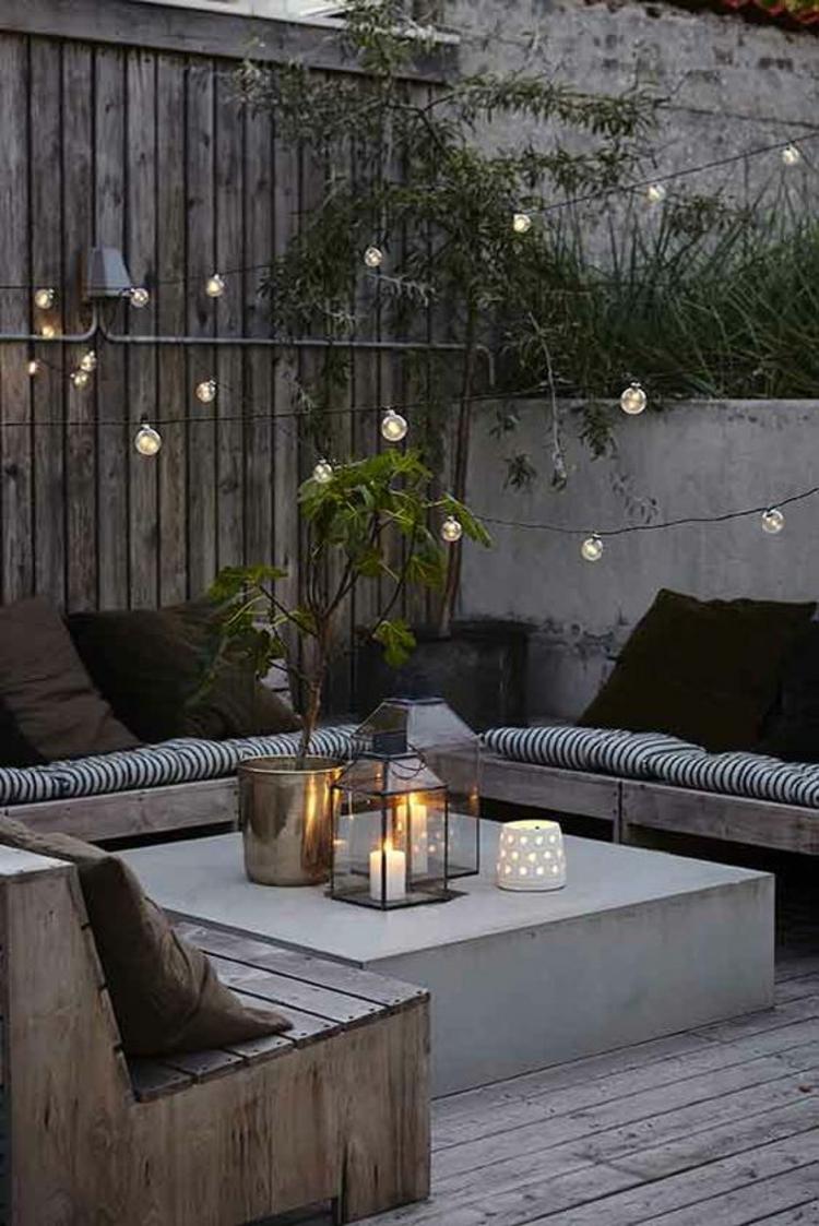 moderne Terrassengestaltung Bilder Balkonmöbel romantisches Kerzenlicht
