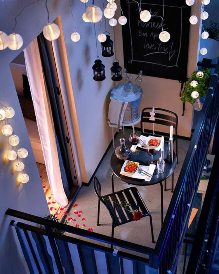 moderne Terrassengestaltung Bilder kompakte Balkonmöbel bunt
