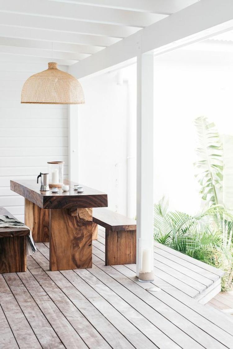 moderne Terrassengestaltung Bilder rustikale Balkonmöbel Massivholzmöbel