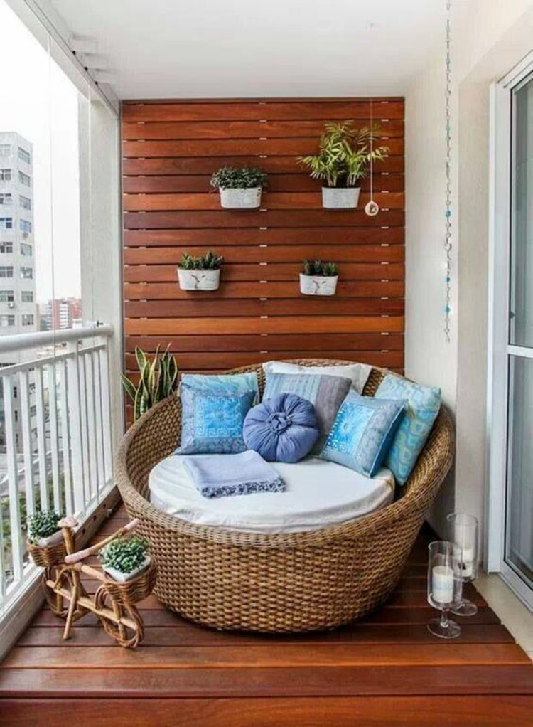 moderne Terrassengestaltung Bilder rustikale Rattanmöbel Holz Wandverkleidung