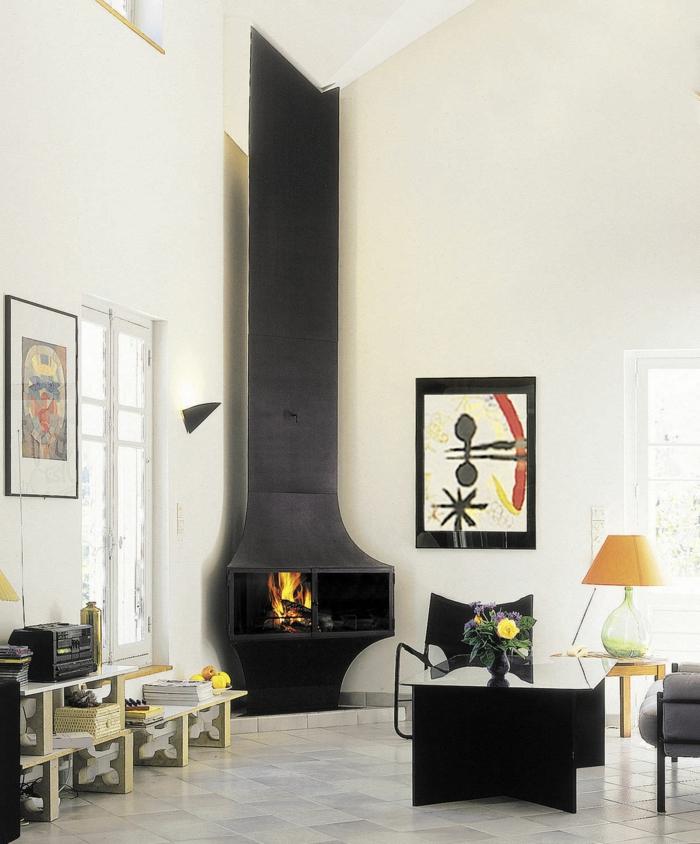 moderne feuerstellen eckkmin wohnbereich schwarzer couchtisch helle bodenfliesen