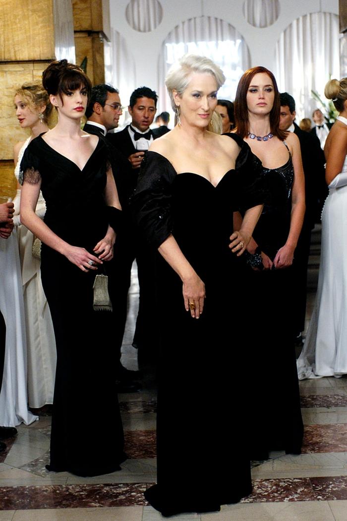 modetrends fashion filme der täufel trägt prada party cocktail lange schwarze kleider damenmode