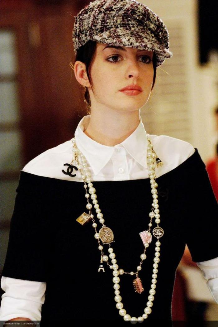 modetrends fashion filme der täufel trägt prada perlen halskette hut pulli hemd