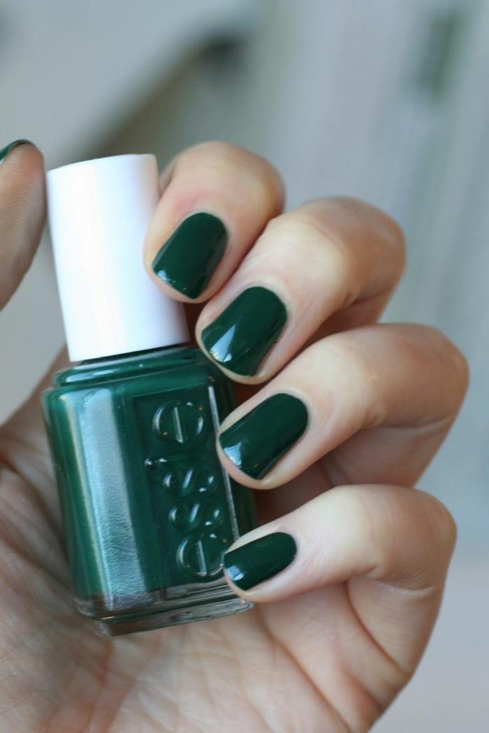 nageldesign fotos kurze nägel grüner nagellack elegant