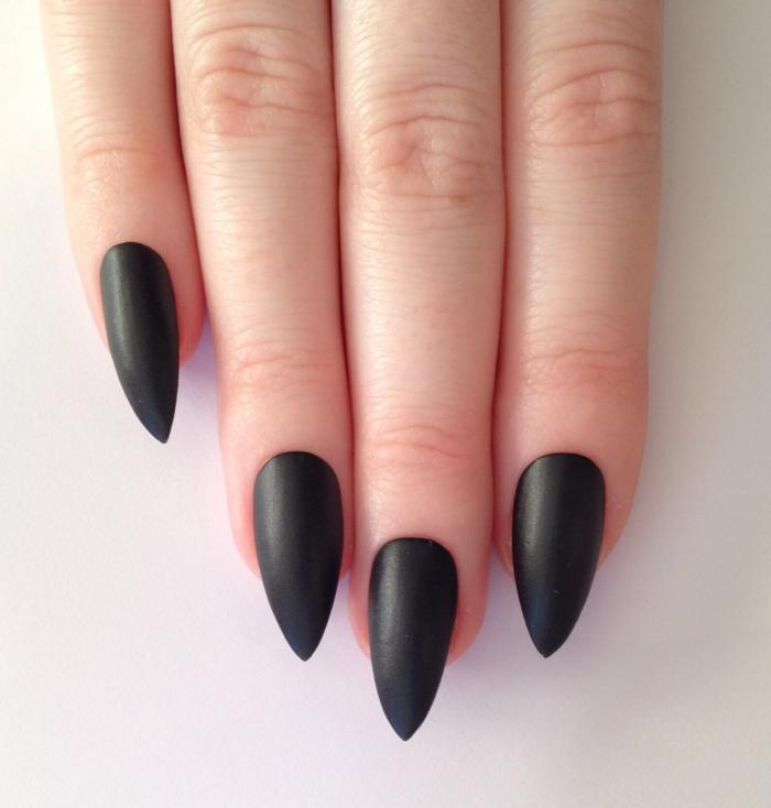nageldesign fotos schwarzer nagellack matt mandelform