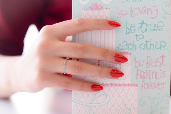 nagellack ideen nageltrends nageldesign mandelform roter nagellack