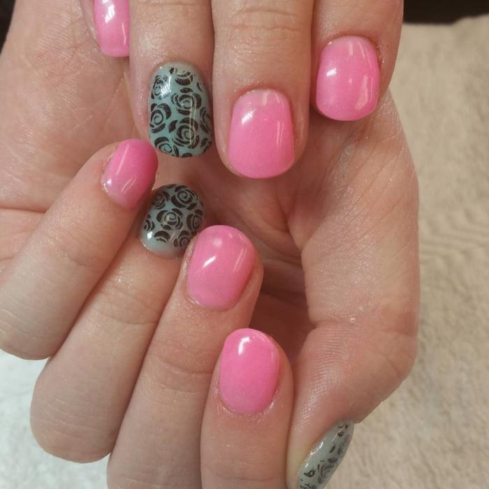 nagellack ideen rosa grün rosenmuster nageltrends