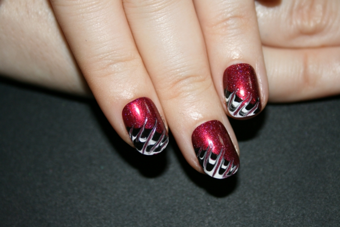 nagellack ideen rot weiß schwarz kombination trends nageldesign