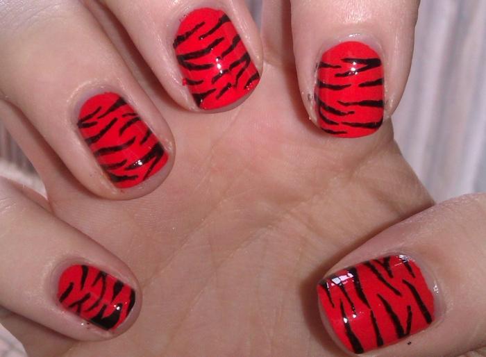 nagellack ideen zebra rot schwarz nageldesign trends