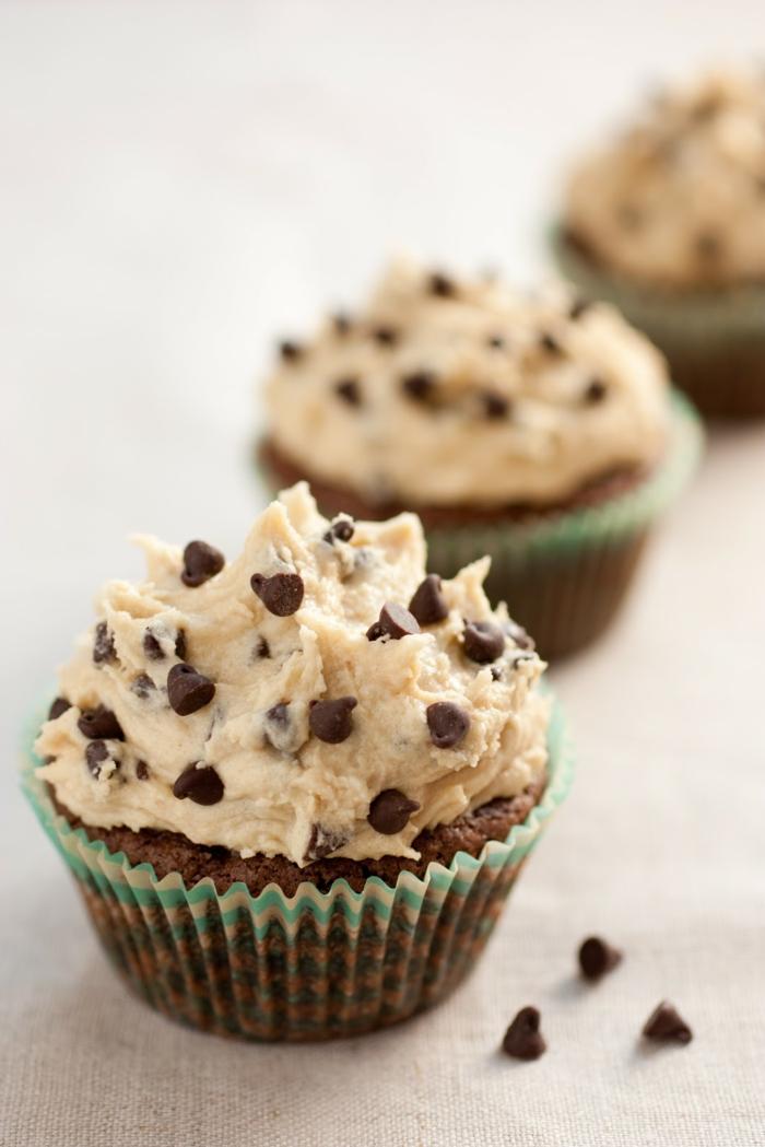 rezepte cupcakes schokoladenstückchen mini kuchen dekorieren