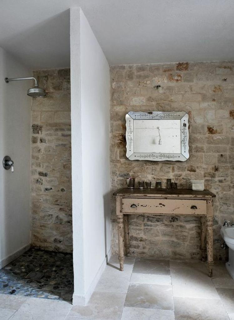 rustikale Badeinrichtung Badfliesen Travertin Holz Dusche