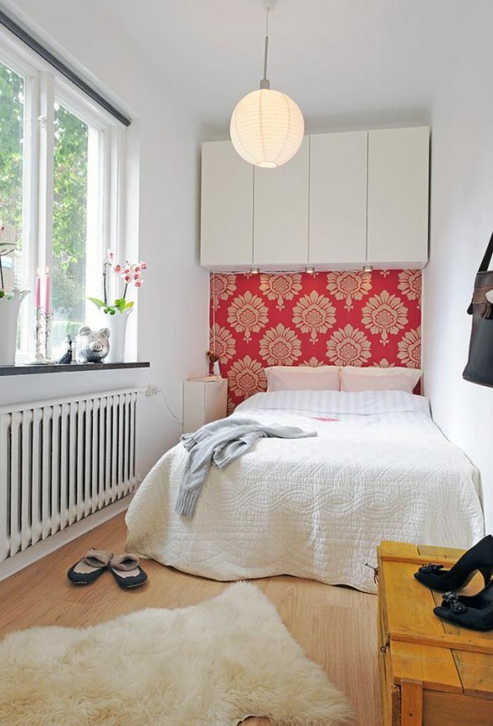 schlafzimmer einrichten beispiele kleines schlafzimmer wandtapete fellteppich fenster
