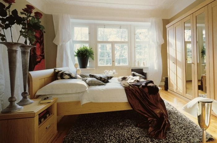 schlafzimmer einrichten beispiele rosen teppich kleiderschrank spiegel