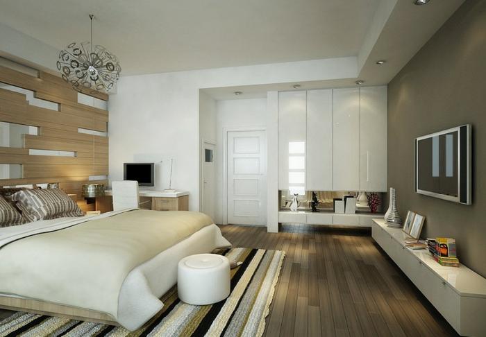 schlafzimmer weiß akzentwand holz streifenteppich leuchter