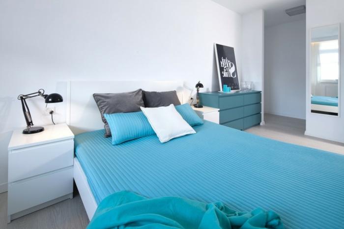 schlafzimmer weiß blaue bettwäsche kommode