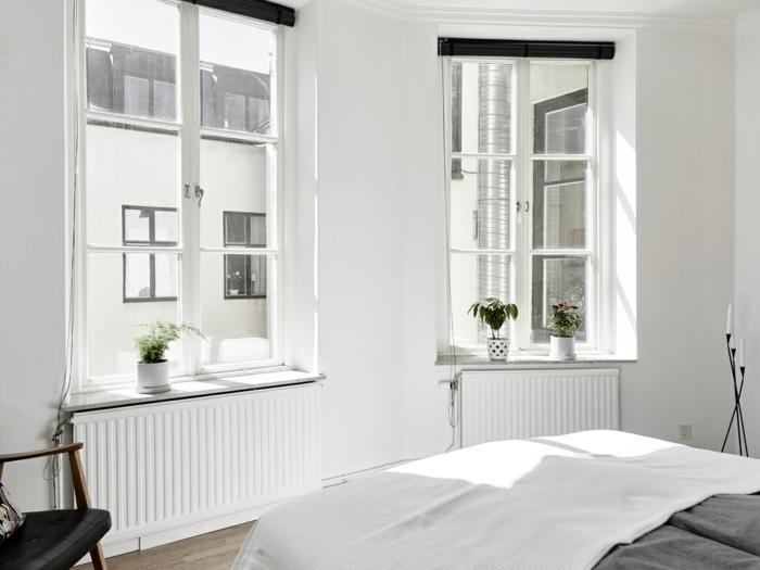 schlafzimmer weiß fensterbank dekorieren pflanzen holzboden