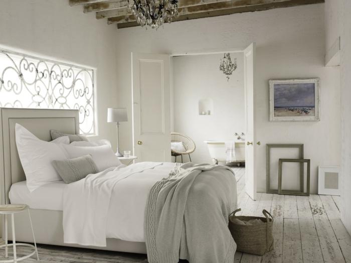 schlafzimmer weiß holzboden dekorahmen holzbalken