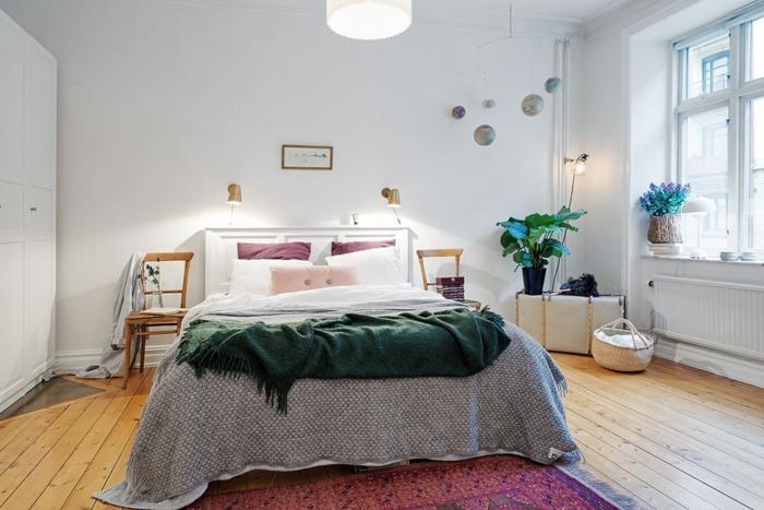 schlafzimmer weiß skandinavischer stil teppichläufer pflanzen