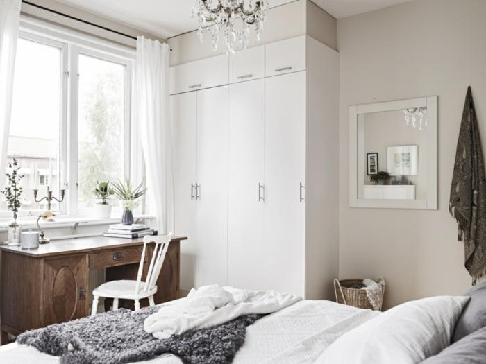 schlafzimmer weiß weißer kleiderschrank schreibtisch luftige gardinen