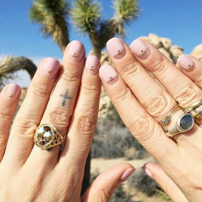 schlichte Nägel Nageldesign Bilder Sommer Fingernägel