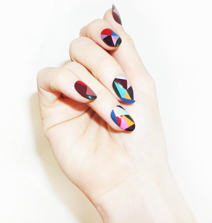 schlichte Nägel Nageldesign Bilder geometrisches Muster bunt