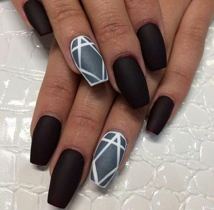schlichte Nägel Nageldesign Bilder schwarze Fingernägel geometrische Akzente
