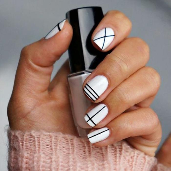schlichte Nägel Nageldesign Bilder schwarze Fingernägel schwarz weiß
