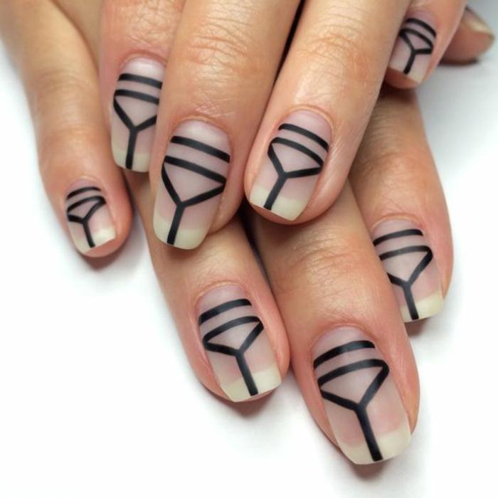 schlichte Nägel Nageldesign Bilder schwarze Konturen trendy Fingernägel
