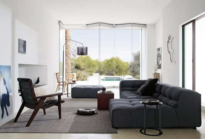 sofa grau schickes wohnzimmersofa weiße wände panoramafenster