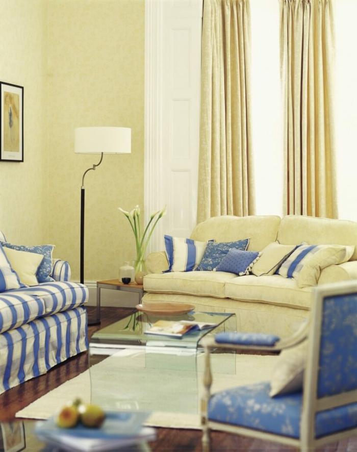 stoffmuster wohnzimmer streifenmuster sofa dekokissenbezüge hellgelbe wände