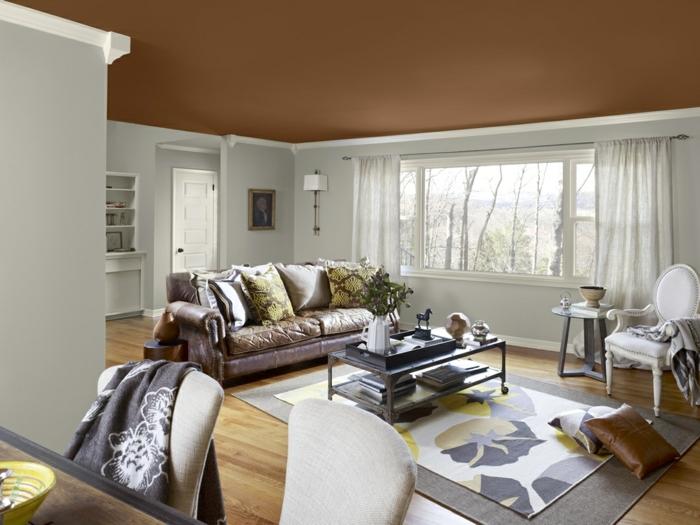 stoffmuster wohnzimmer dekokissen teppichmuster helle gardinen
