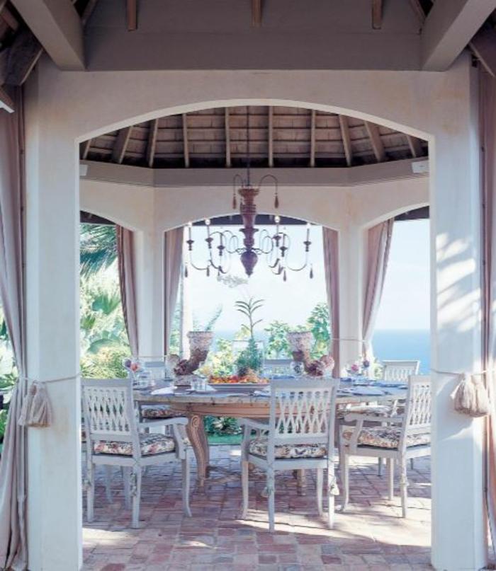 terrasse gestalten terrassenüberdachung feuerstelle gartenmöbel aussicht