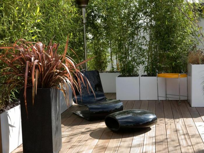 terrasse gestalten terrassenüberdachung feuerstelle gartenmöbel bambus sichtschutz