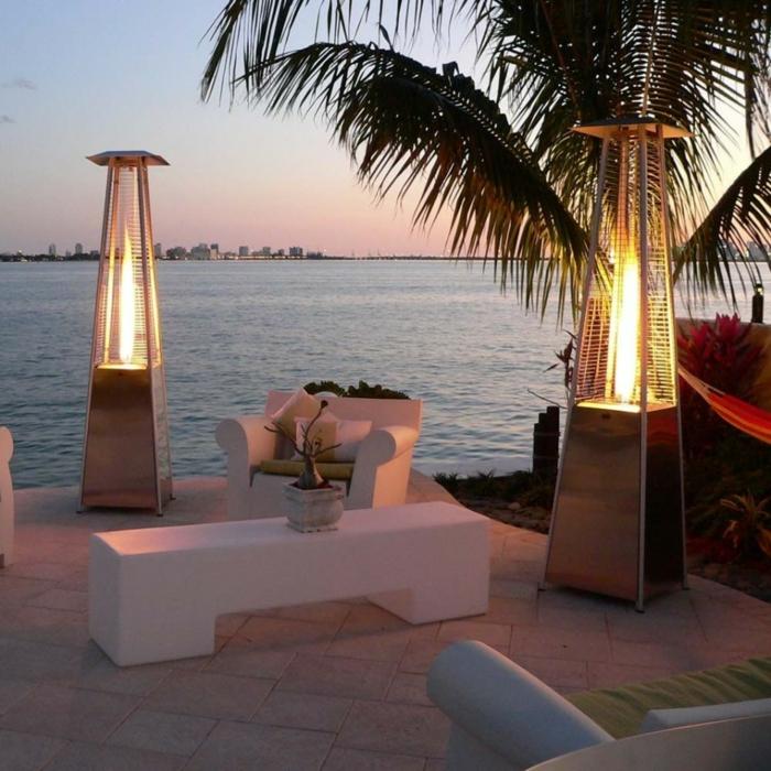 terrasse gestalten terrassenüberdachung feuerstelle gartenmöbel beleuchtung