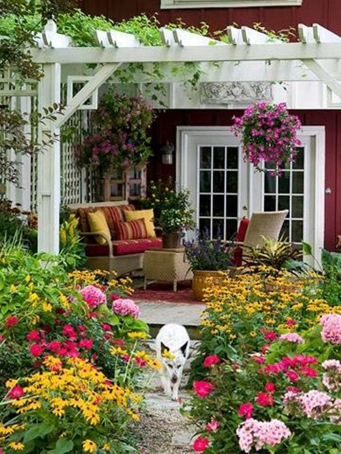 terrasse gestalten terrassenüberdachung feuerstelle gartenmöbel bepflanzung