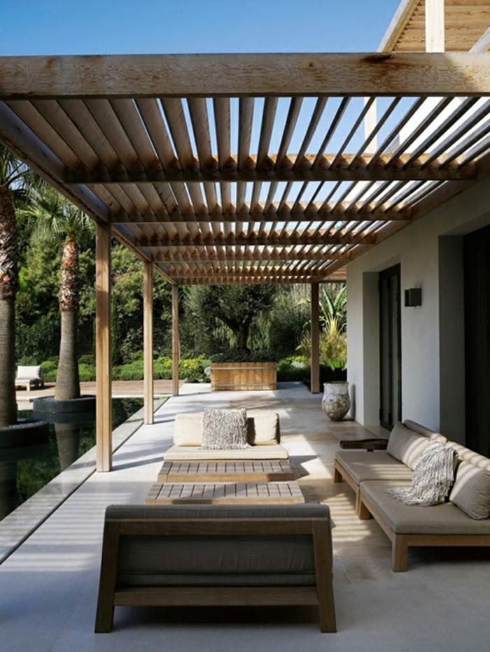 terrasse gestalten terrassenüberdachung feuerstelle gartenmöbel brett